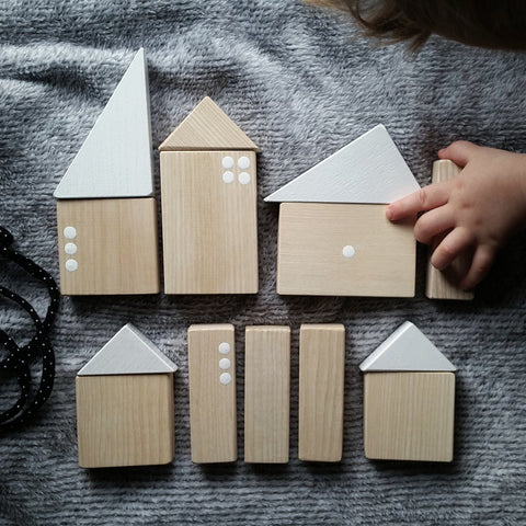 Pinch Toys Minimalistic wooden city with white details