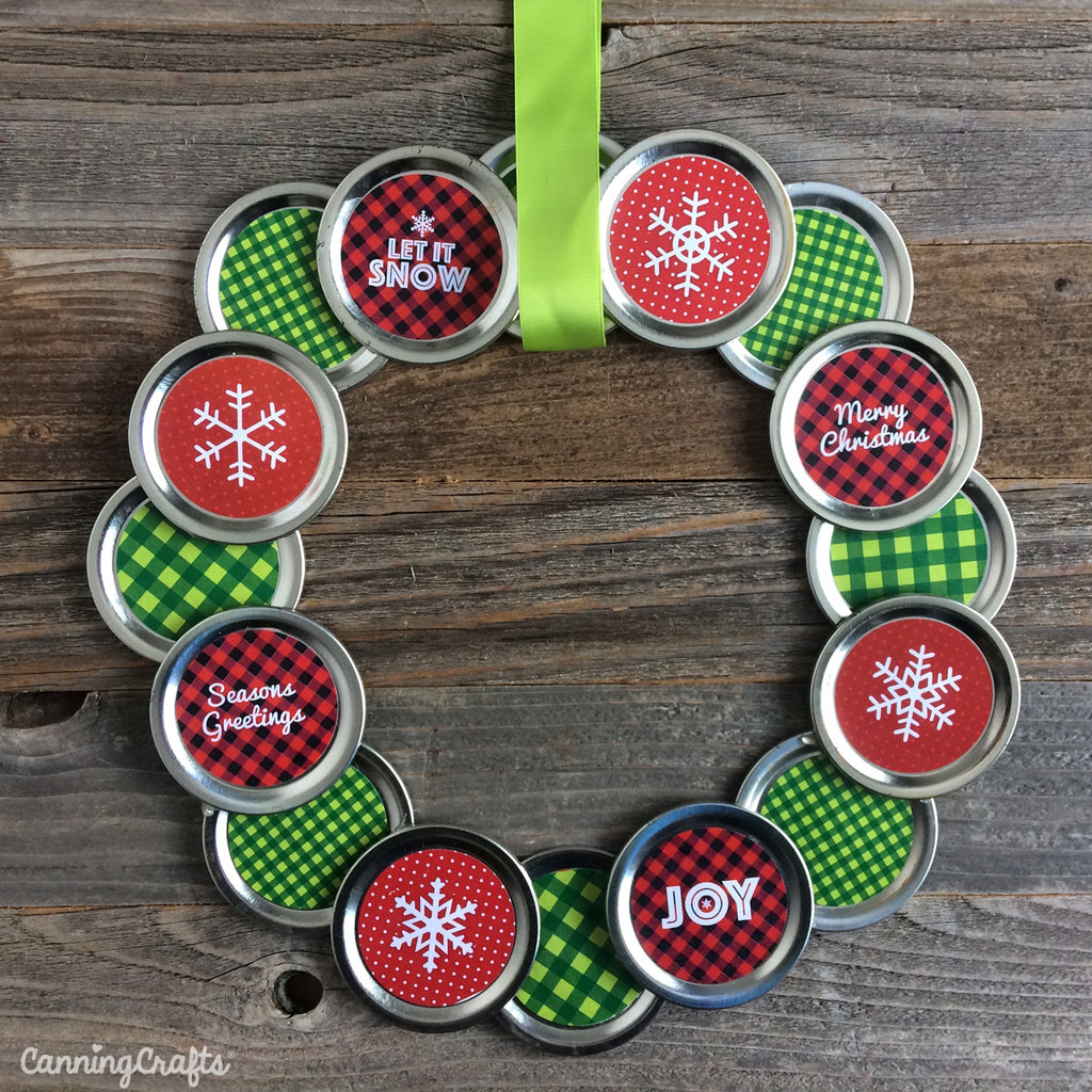 Christmas Mason Jar Lid Wreath Tutorial with Free Printables | CanningCrafts.com