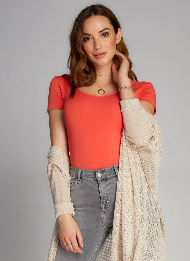Bamboo Scoop Neck Tee: Cayenne
