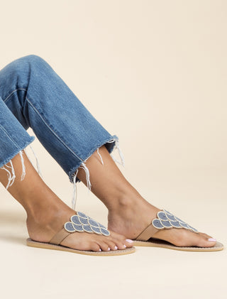 Laith Flat Tan Metal Silver / Grey