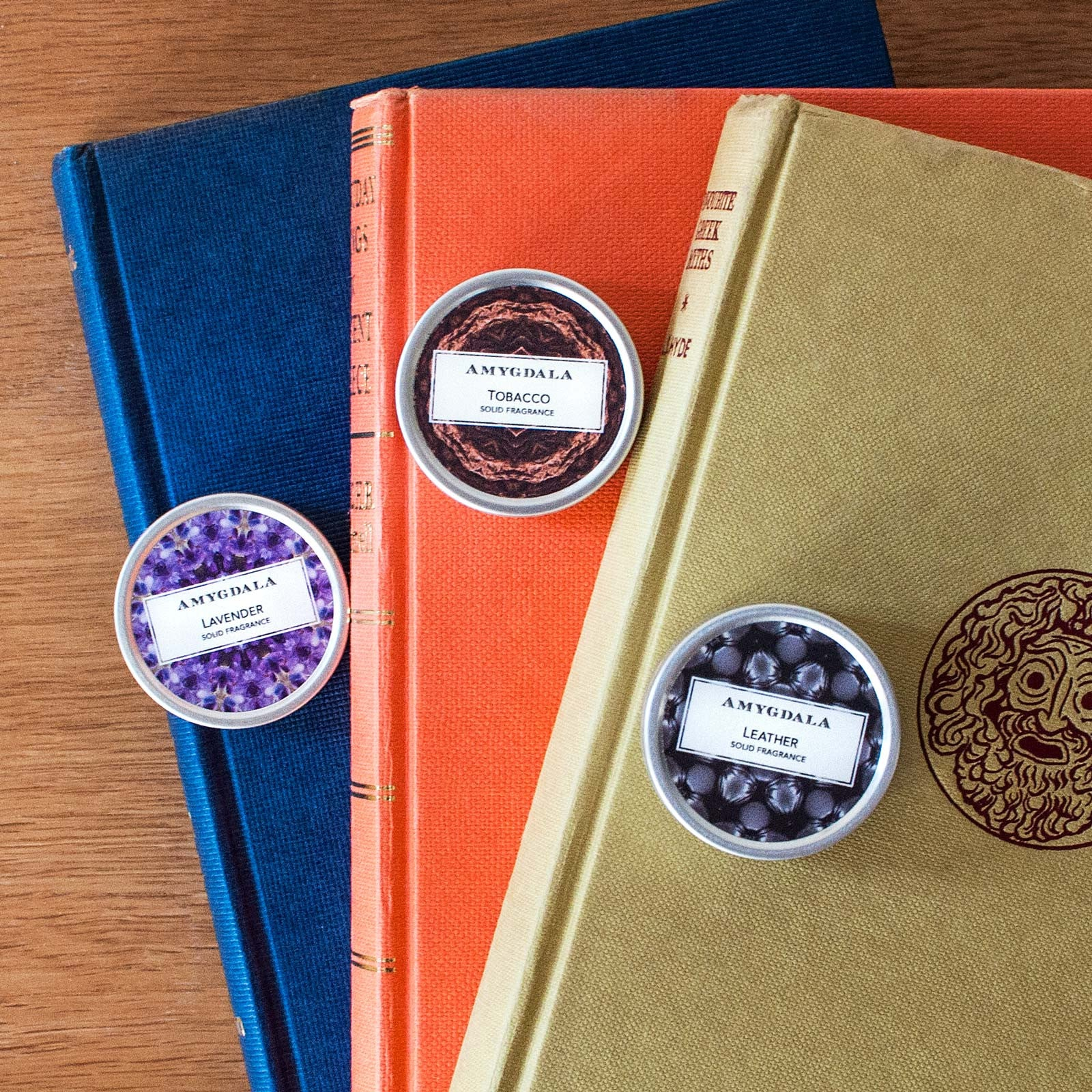 Leather tobacco solid perfume blend