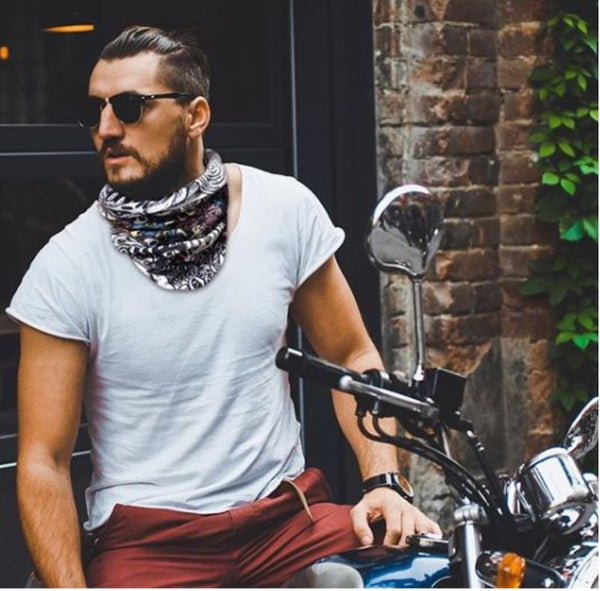 how to wear a bandana around your neck
