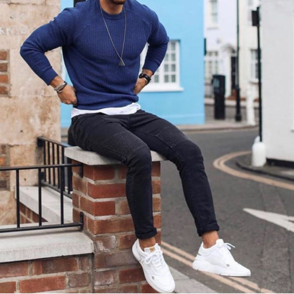 white shoes combination with jeans