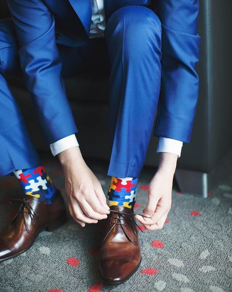 what color socks with blue suit and brown shoes