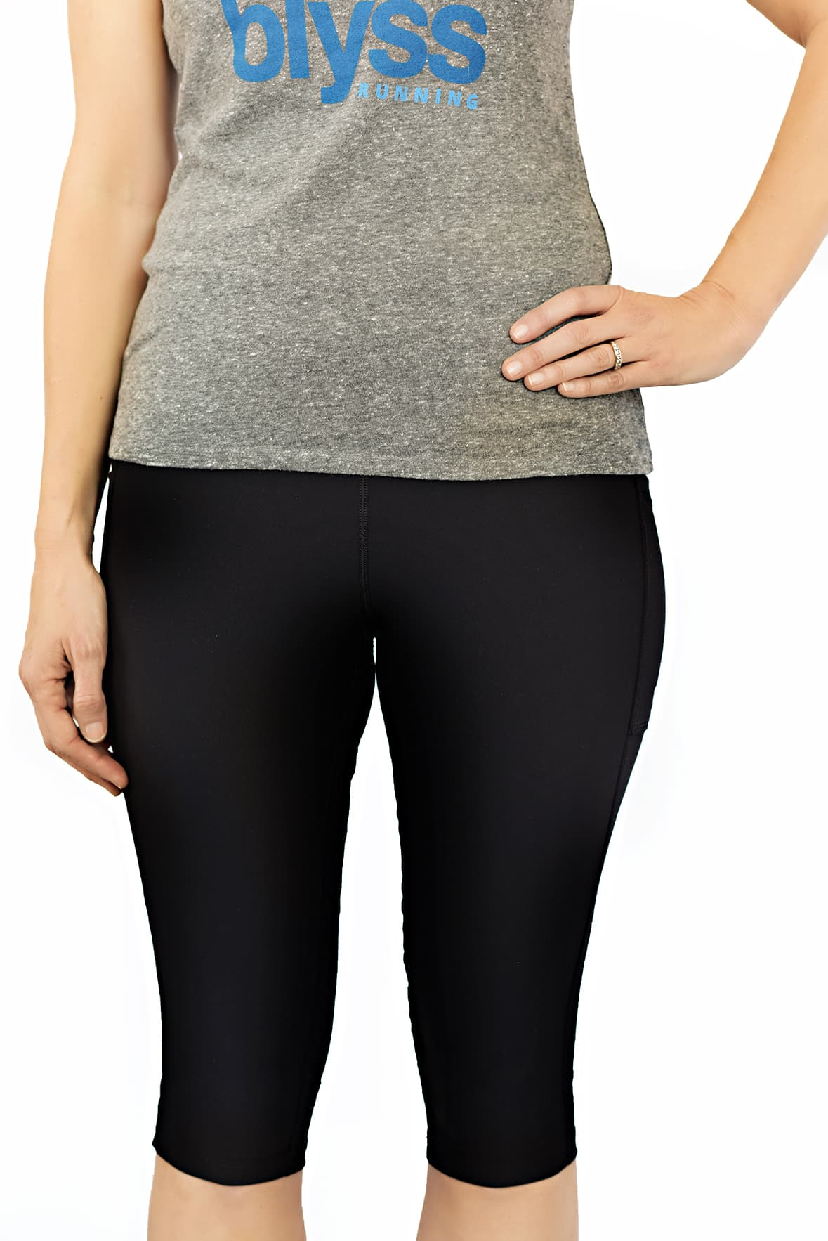 distance running crop in black with side pockets