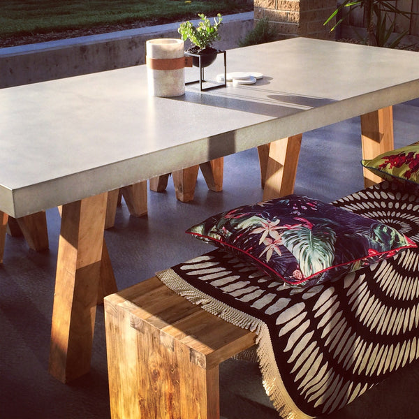 AT HOME | The Obi table outdoors