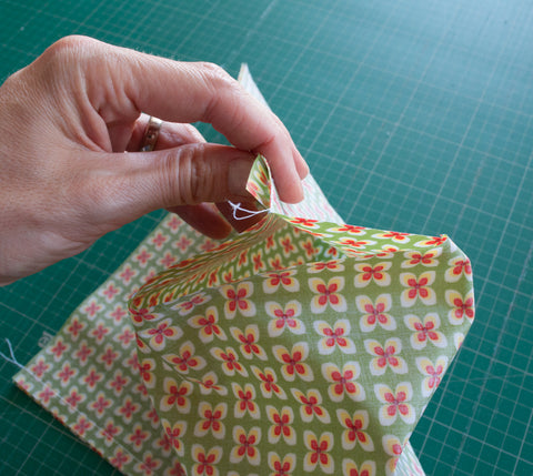 How to sew an insulated lunch bag using laminated cotton - maaidesign blog