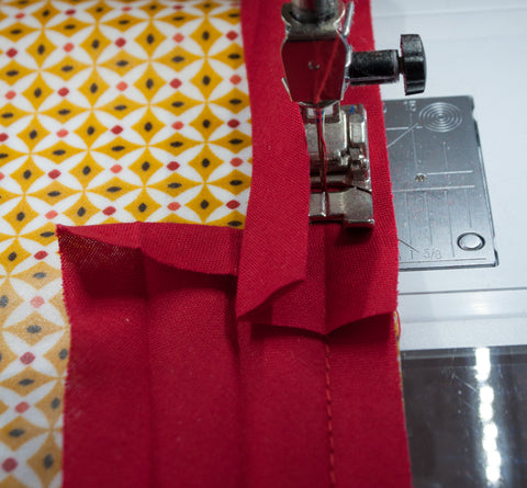 How to sew bias binding on a laminated cotton tablecloth - MaaiDesign blog