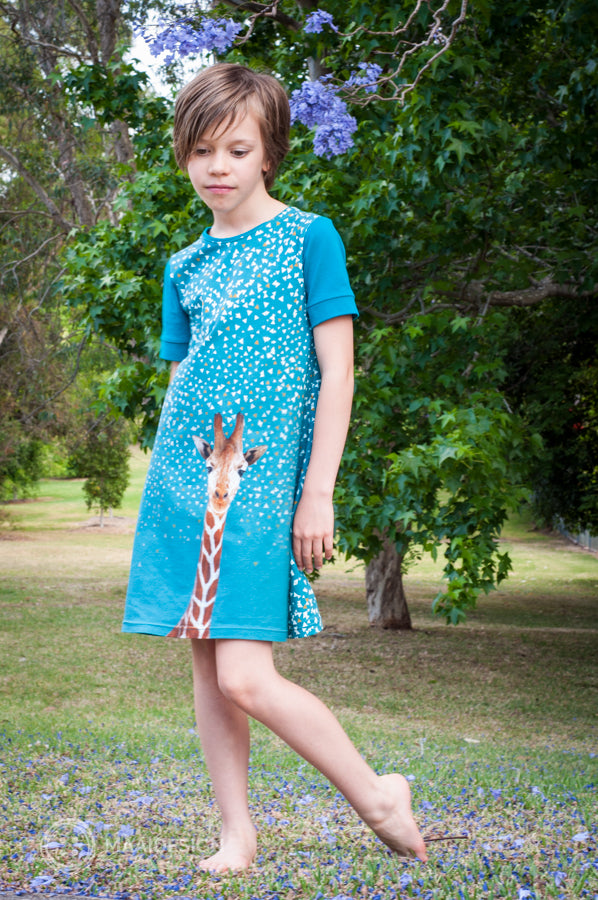 Jersey dress in Bambiblauw border fabric - MaaiDesign blog