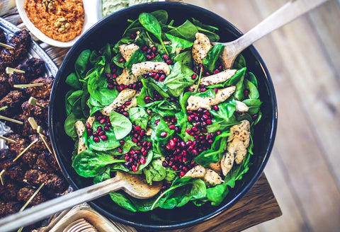 spinach and pomegranate salad with chicken