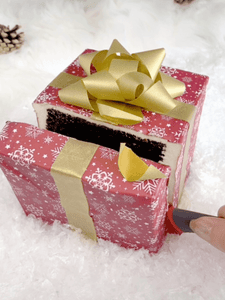 "● Recorded! LIVE ""Gift Box"" Cake With Pamela from Buttercut Bakery"