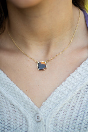 Sophia Square Pendant Short Necklace