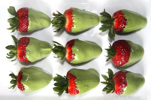 Super Simple Matcha green tea Covered Strawberries Recipe