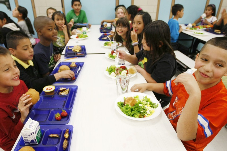 BREAKING: HISD To Give Over 200K Students 3 Free Meals Per Day This Year