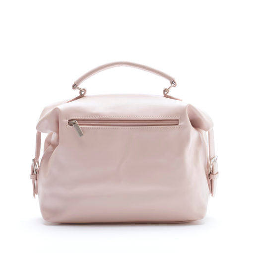 Light rose coloured, soft, vegan leather, duffle cross pixie mood body bag. The Allison crossbody bag In muted rose comes with top handle. Front zipper and pocket on the bag give a spacious interior.