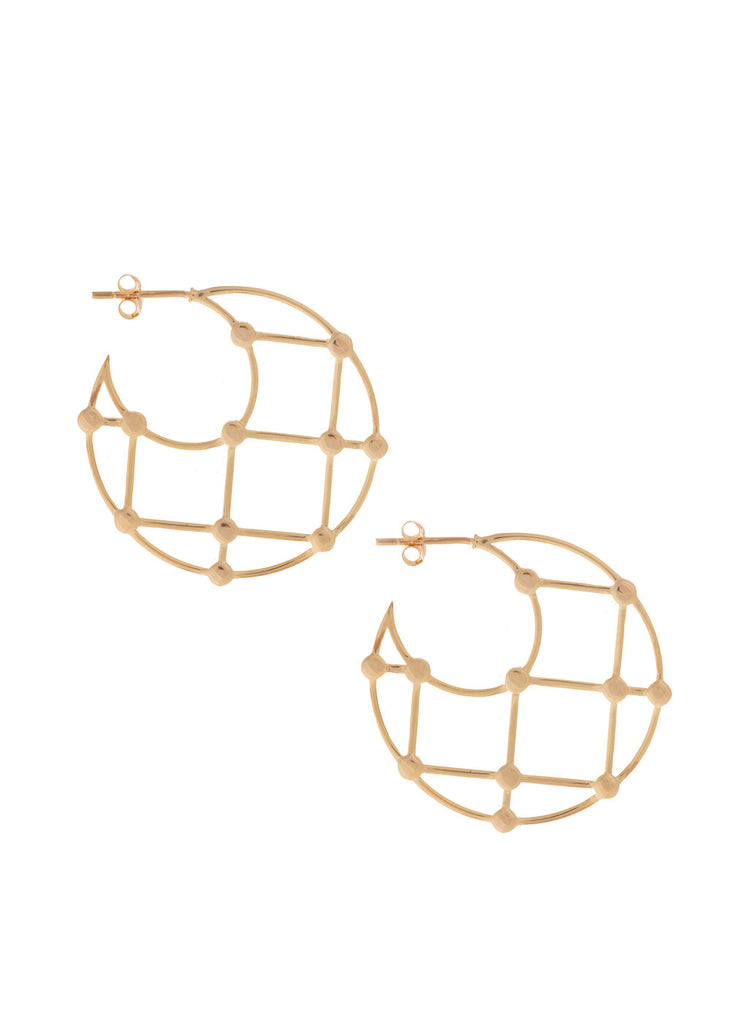 UNIKONCEPT Lifestyle boutique: image shows the Arya Earrings in gold by Sarah Mulder. These hoop shaped earring feature a grid pattern within the hoop.