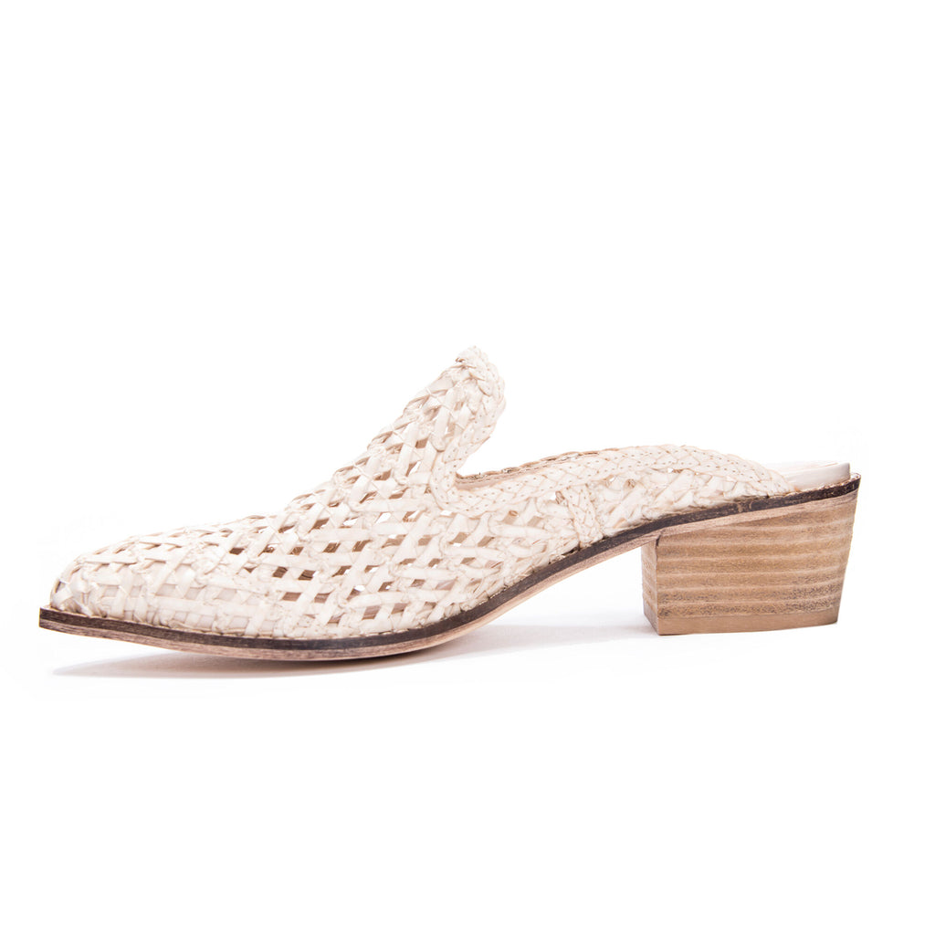 UNIKONCEPT Lifestyle boutique: image shows the Mayflower Mule in white by Chinese Laundry. This block heel mule is made of a woven pattern. With a closed pointy toe and a minimal look this slip on shoe is perfect for any occasion.