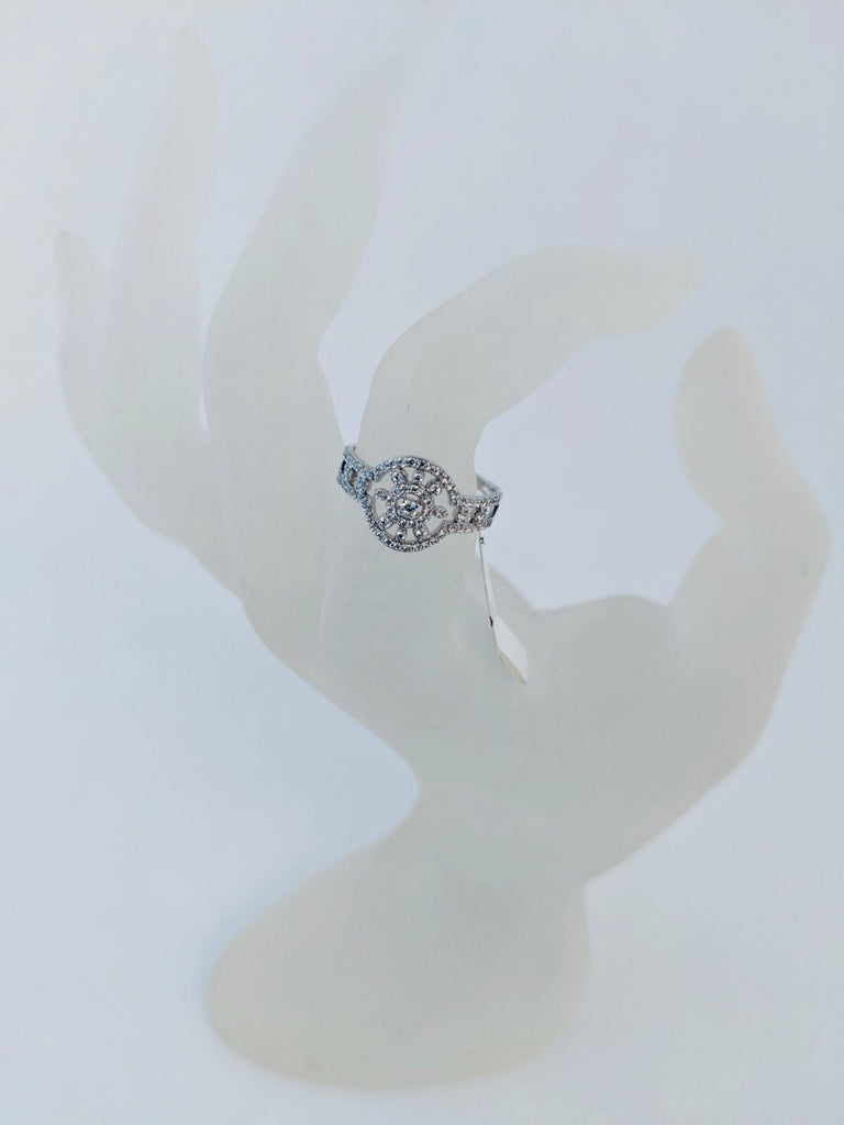 UNIKONCEPT Lifestyle boutique: image shows the Daisy Ring by Adamar. This ring is made of a flat detailed band and daisy, round detail. The ring is silver and set with swarovski crytals.