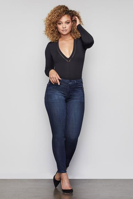 UNIKONCEPT Lifestyle boutique: Image shows the Good Waist Crop jean in a dark blue denim by Good American. These highwaisted skinny jeans are slightly acid washed to add dimension. The Good Waist denim is made for accentuating a smaller waist and a shapely bum.
