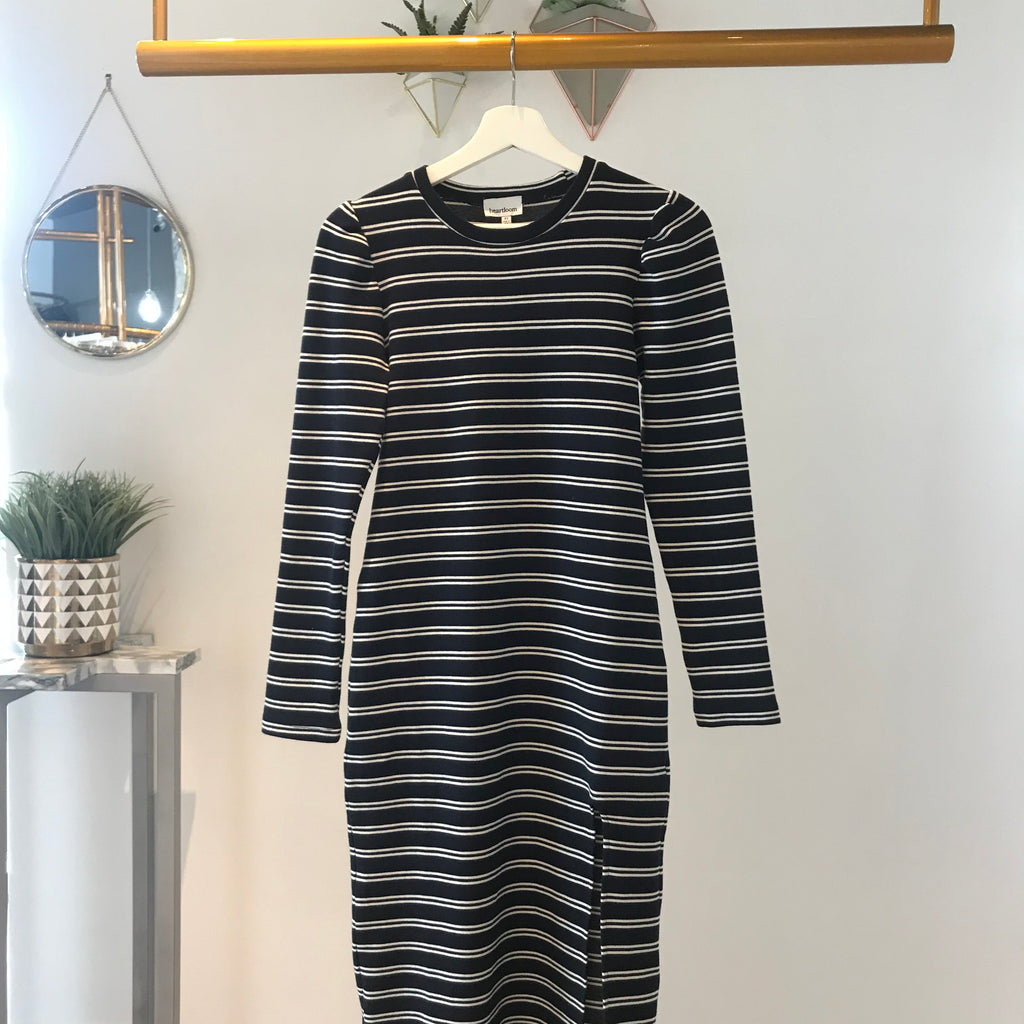 UNIKONCEPT Lifestyle boutique: Image shows a navy and white horizontal striped Heartloom dress. The Briana dress by Heartloom is a long sleeve thick knit dress with a scoop neckline. It features a thigh high slit on the left side and is a midi style dress.