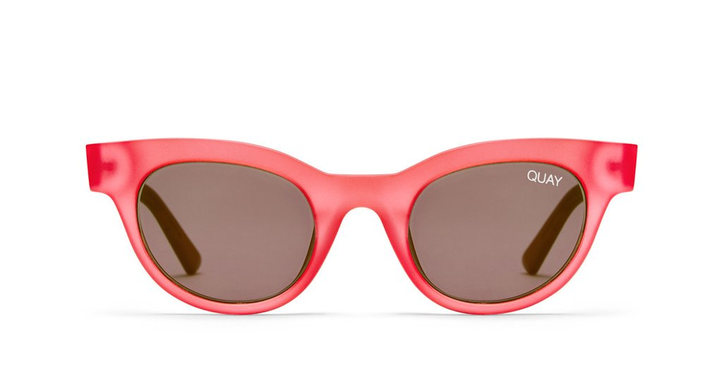Image shows a Cat eye Quay Sunglass. The starstruck sunglass comes with red frame and arms and a smoke lens