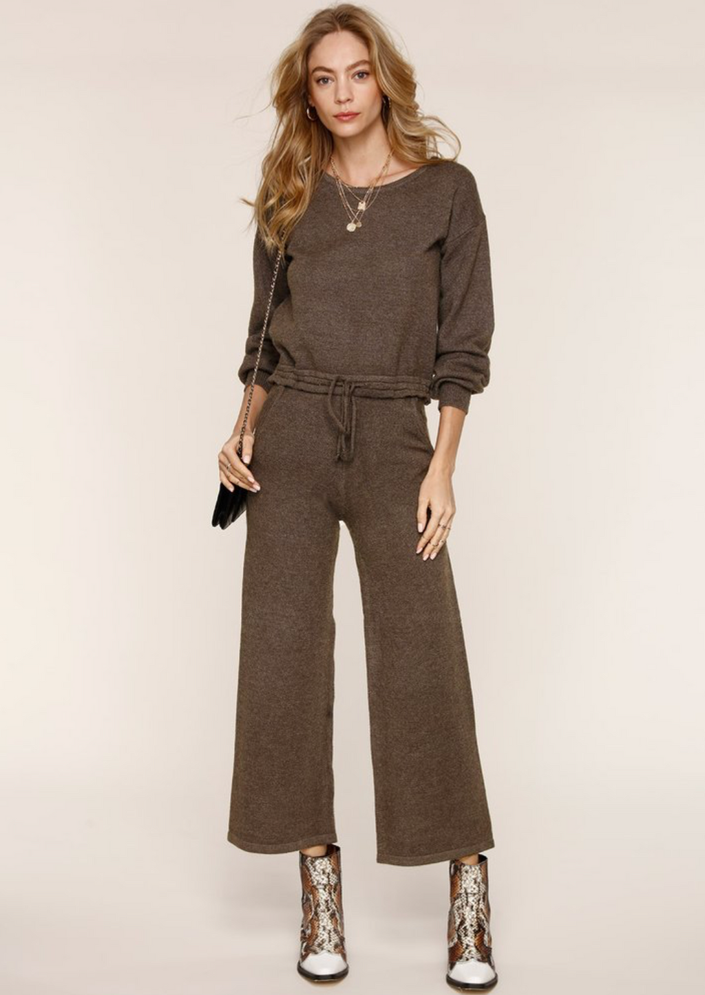 UNIKONCEPT:Lifestyle boutique; image shows an olive green coloured lounge set by Heartloom. The Evie set features a crewneck and a pair of culottes. The crew neck is a dark olive green forest colour and has a drawstring around the waist to tighten. The culottes are a shorter pant features an elastic waistband and a wide leg