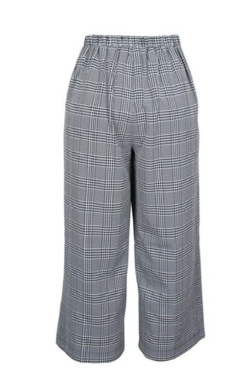 UNIKONCEPT Lifestyle boutique: image shows the Check Culotte pant by MinkPink. These culotte panrs fearure a white and black checked print. With a flay laying elasticized waistband they are extremely comfortable.