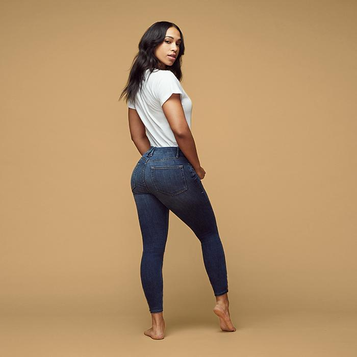 UNIKONCEPT Lifestyle boutique: Model wears a pair of dark blue/ Navy Good American denim. The Good legs denim is made for accentuating toned legs and a shapely bum.