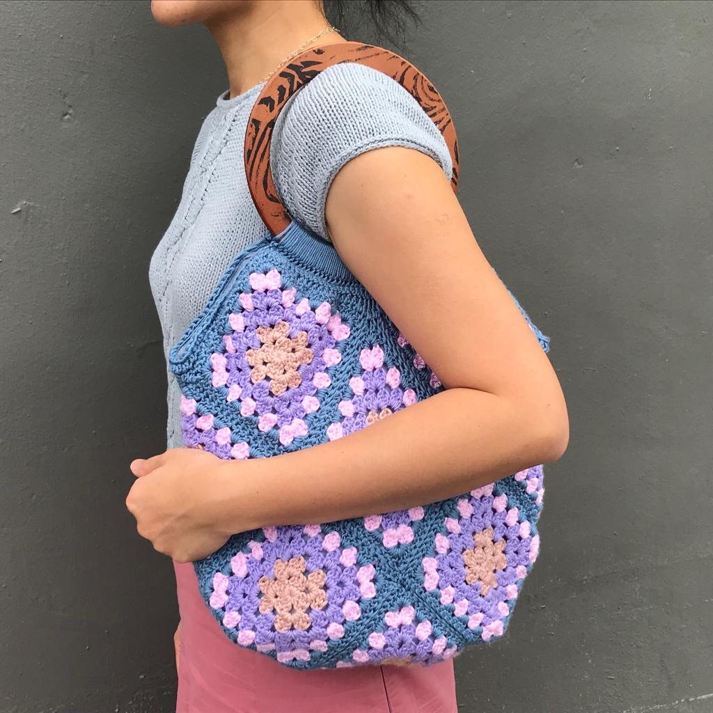 Guided Craft Project-Crochet a Granny Square bag