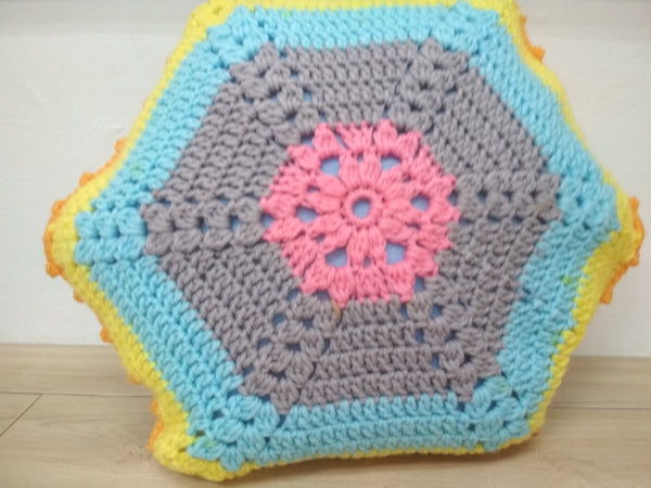 Guided Craft Project-Crochet a Hexagon Cushion Cover