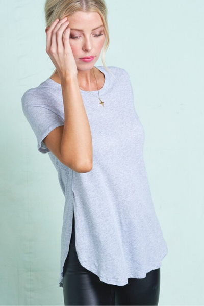 ON THE GO TEE - LIGHT GREY