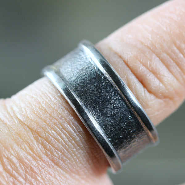 8mm Textured Band with edges