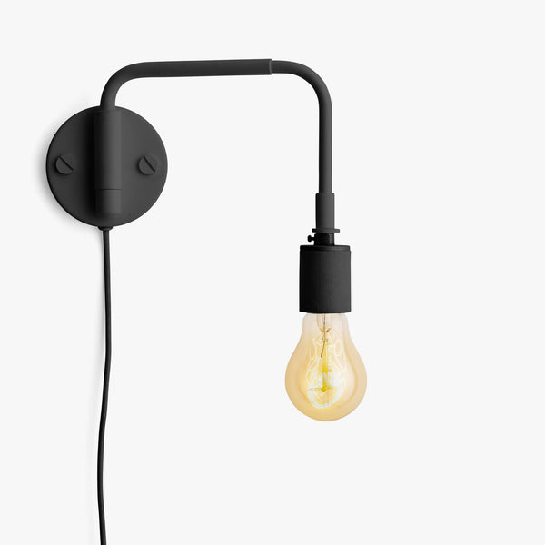 Staple Wall Lamp | Black