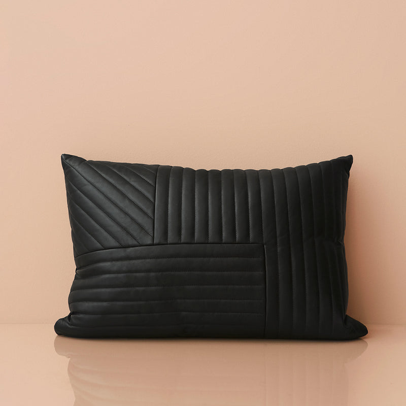 MOTUM Cushion, Black