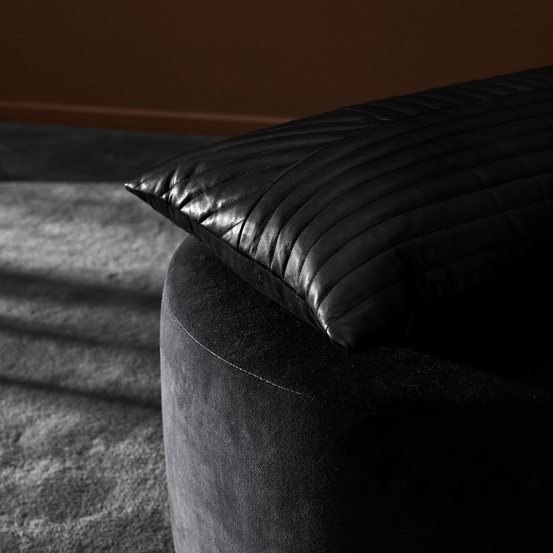 MOTUM Cushion | Black