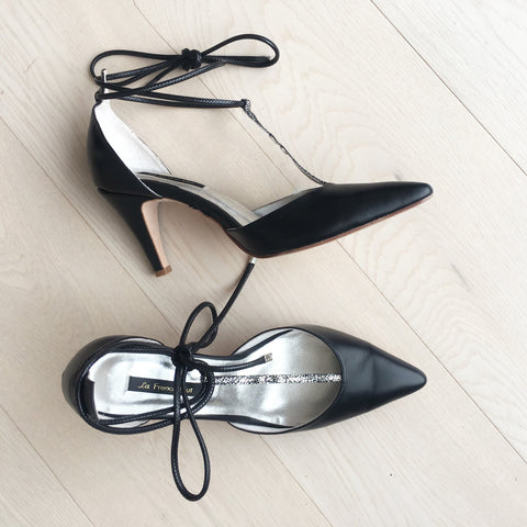 Winter Limited - Black and Shiny T-strap pumps