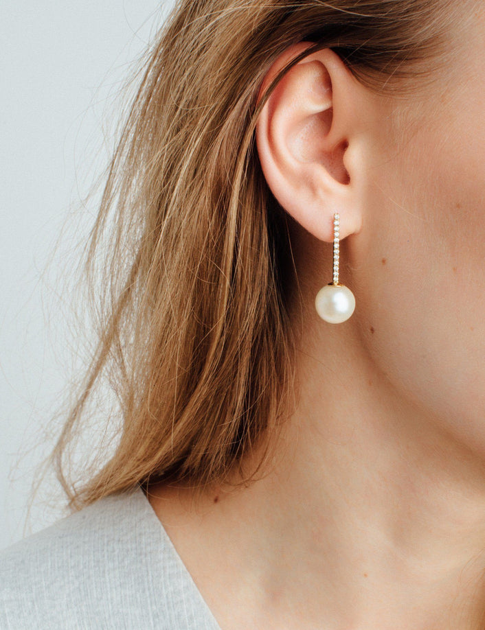 Proud Pearl Earrings with White Diamonds