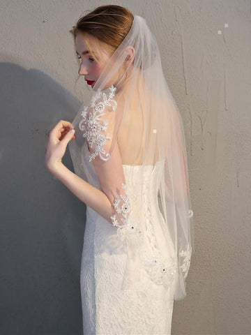 products/simmple-short-wedding-veil-lace-mantilla-veils-acc1060-2.jpg