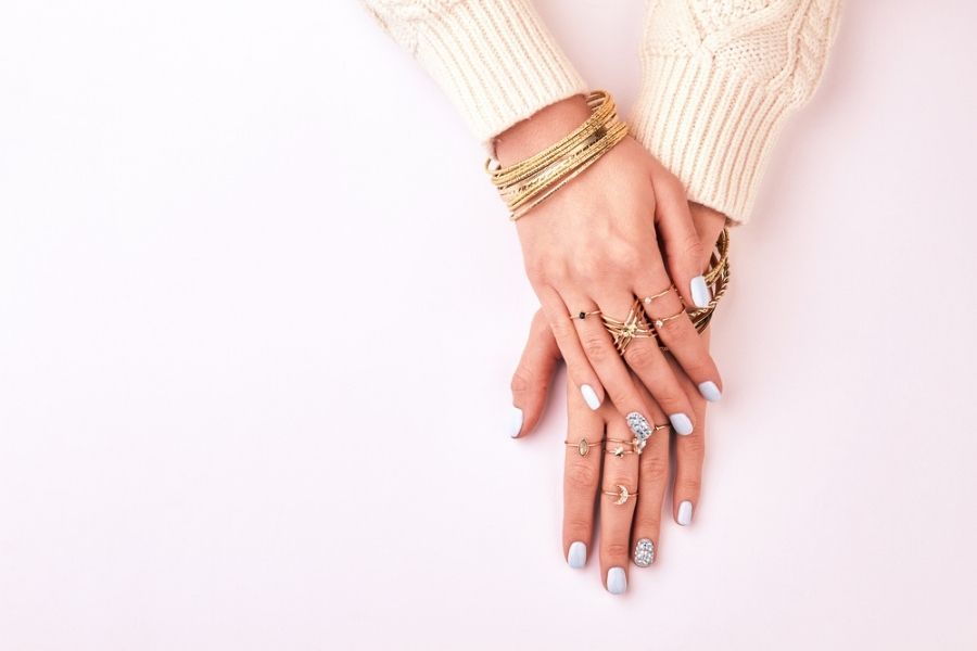 How to wear rings - woman's hands with multiple elegant rings
