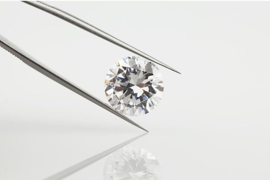 diamond on a tweezer