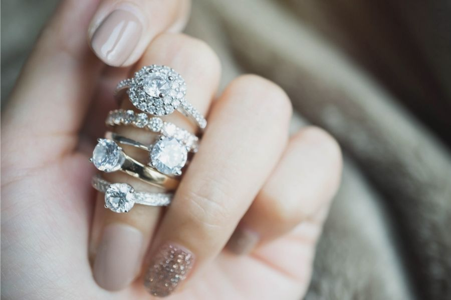 different ring styles on a finger