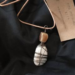 R217 Wire wrapped stone #6.16.3