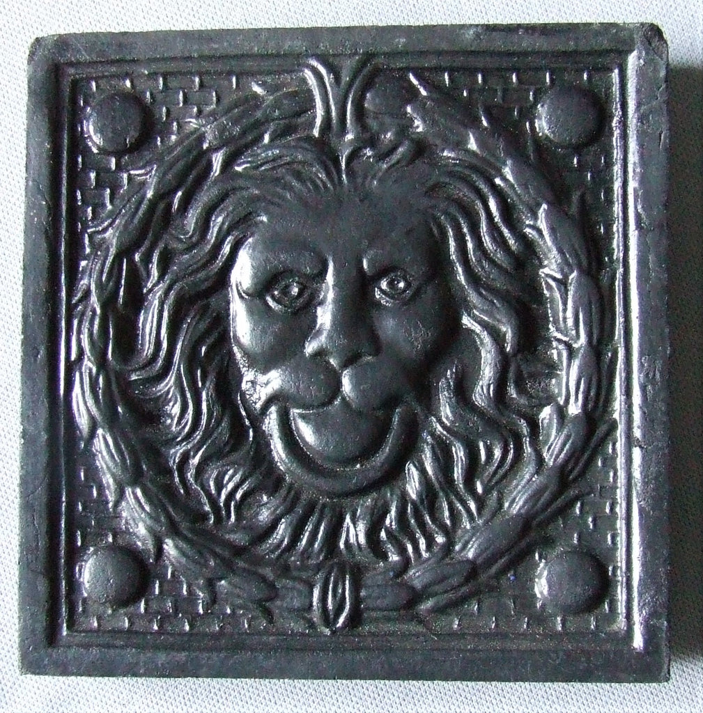 Antique Lion Tile ESCOYEZ LOUIS À TERTRE ET À HAUTRAGE