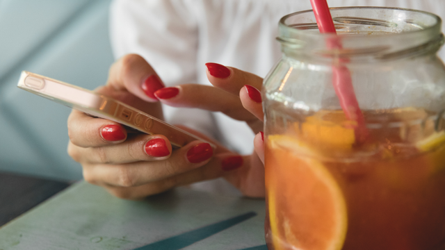 How to give yourself a perfect DIY manicure at home!