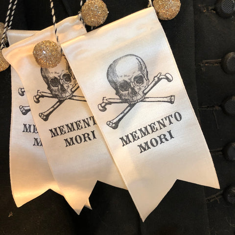 Memento Ribbon Ornament
