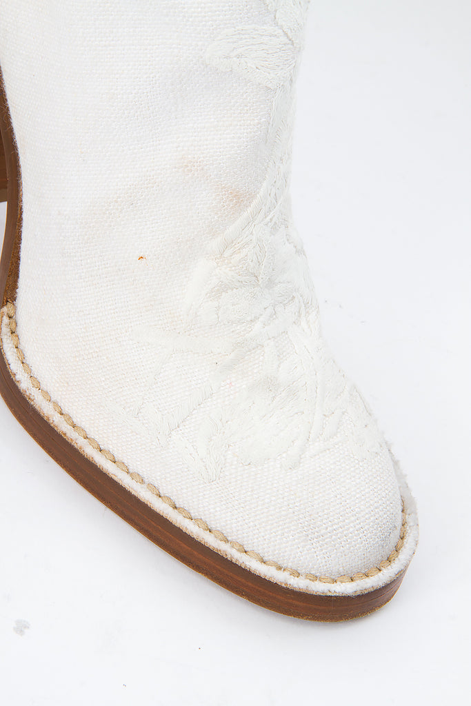 CURVED EMBROIDERED BOOTS