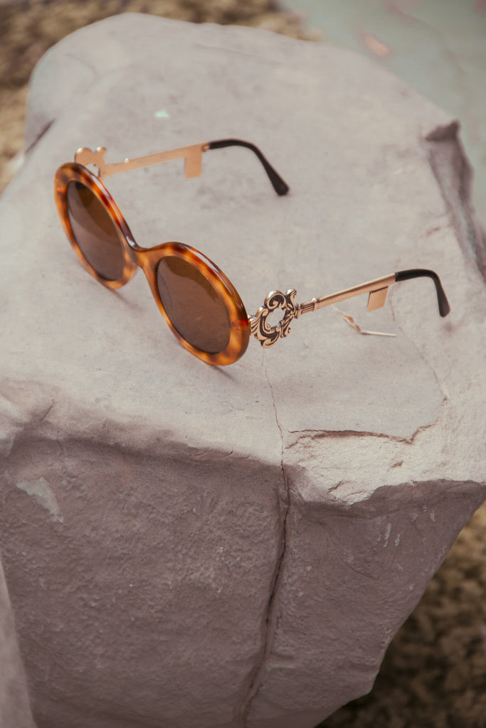 VINTAGE KEY FRAME SUNGLASSES