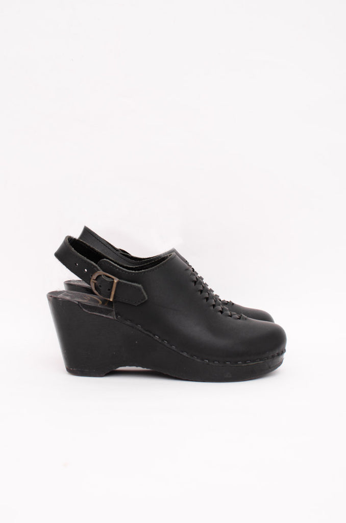 BLACK LEATHER CLOGS