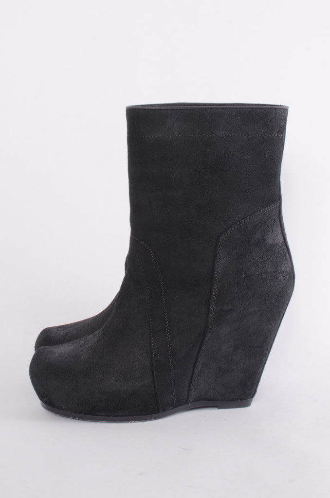 CLASSIC WEDGE BOOTIES