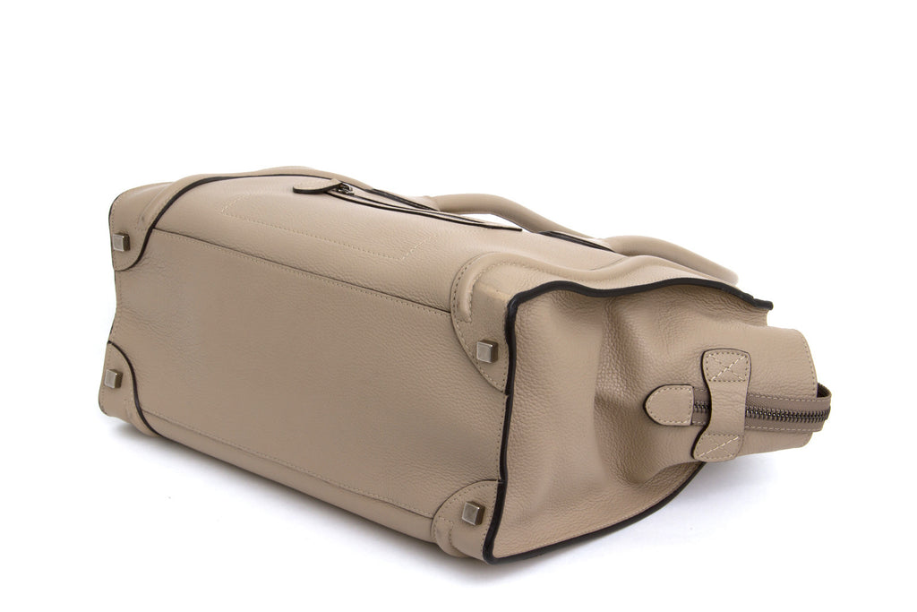 LUGGAGE TOTE IN DUNE